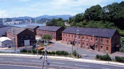 赤れんが倉庫群(舞鶴海軍需品庫)と赤れんがロード