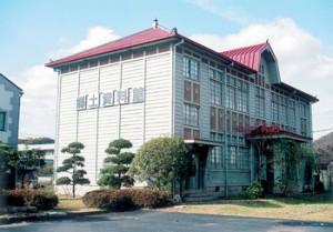 赤磐市吉井郷土資料館(旧仁堀尋常高等小学校本館)