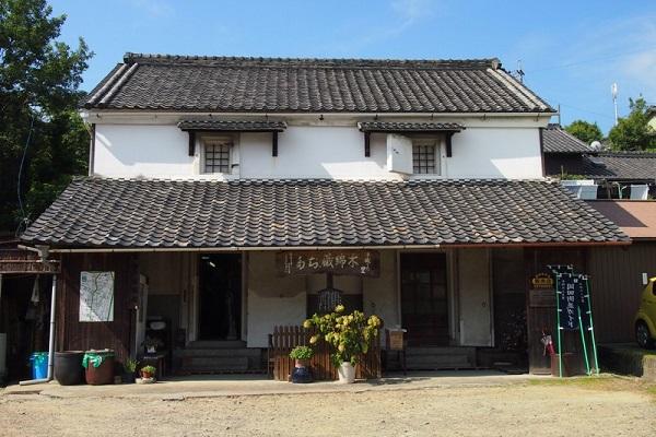 木綿蔵ちた、知多岡田簡易郵便局、旧岡田医院(雅休邸)、旧中七木綿本店