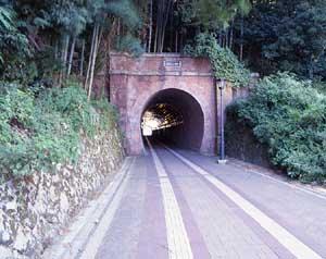 北吸トンネル (旧軍港引込線北吸隧道)