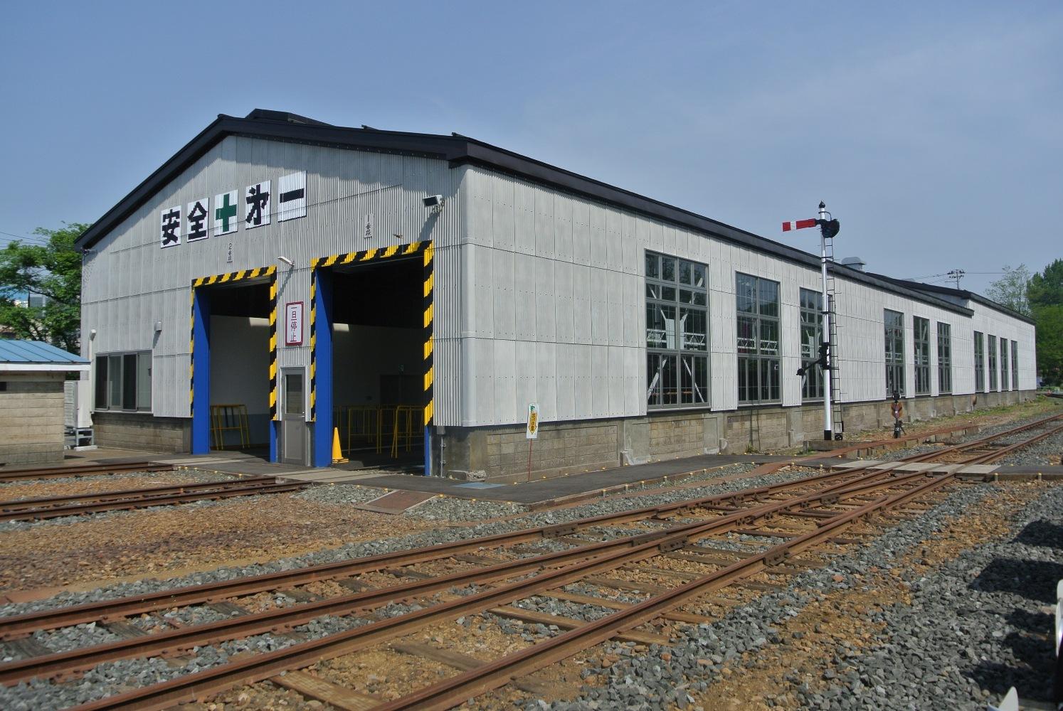 旧小坂鉱山鉄道小坂駅機関車庫