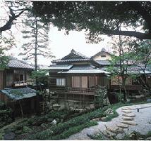 爲三郎記念館 美しい秋の日本庭園の別邸を作庭家がご案内!