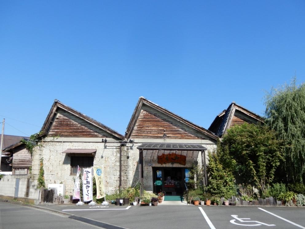 上州菓匠 青柳 ノコギリ屋根工場店(旧東洋紡織織物工場)